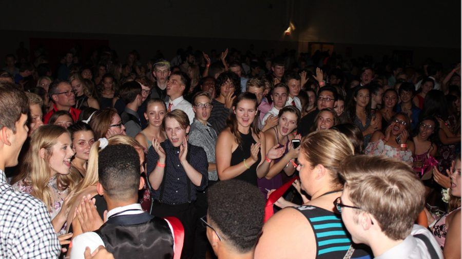 Students let loose at neon-themed Homecoming Dance