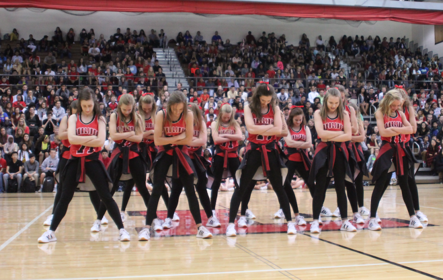The Pomalinks do their Homecoming performance at the pep rally on September 1, 2017. Photo by Angel Tran.