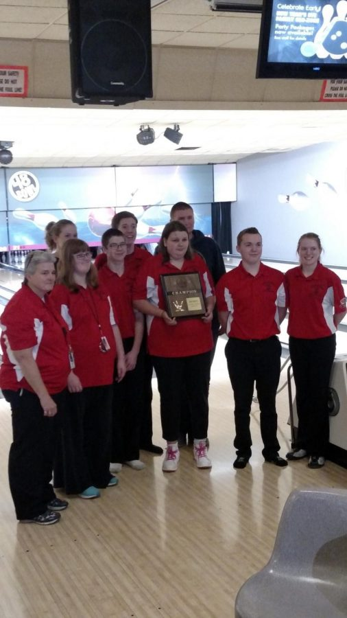 The+LHS+Unified+Bowling+Team+poses+with+their+District+trophy+on+Tuesday%2C+Nov.+28%2C+2017.+The+team+will+advance+to+the+finals+next+week.+Photo+courtesy+of+Lisa+Thiessen+