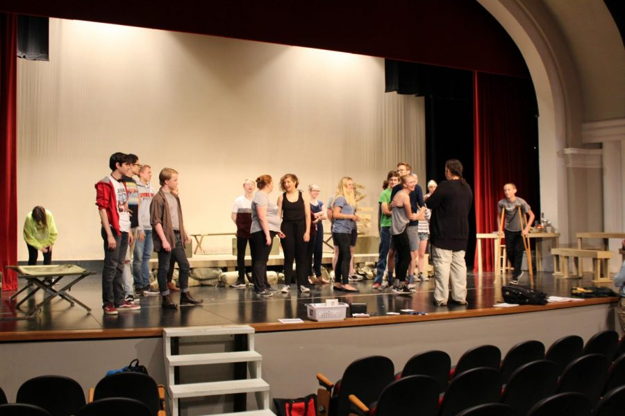 Actors+in+the+fall+play%2C+M%2AA%2AS%2AH%2A%2C+rehearse.++Photo+by+Audrey+Perry.