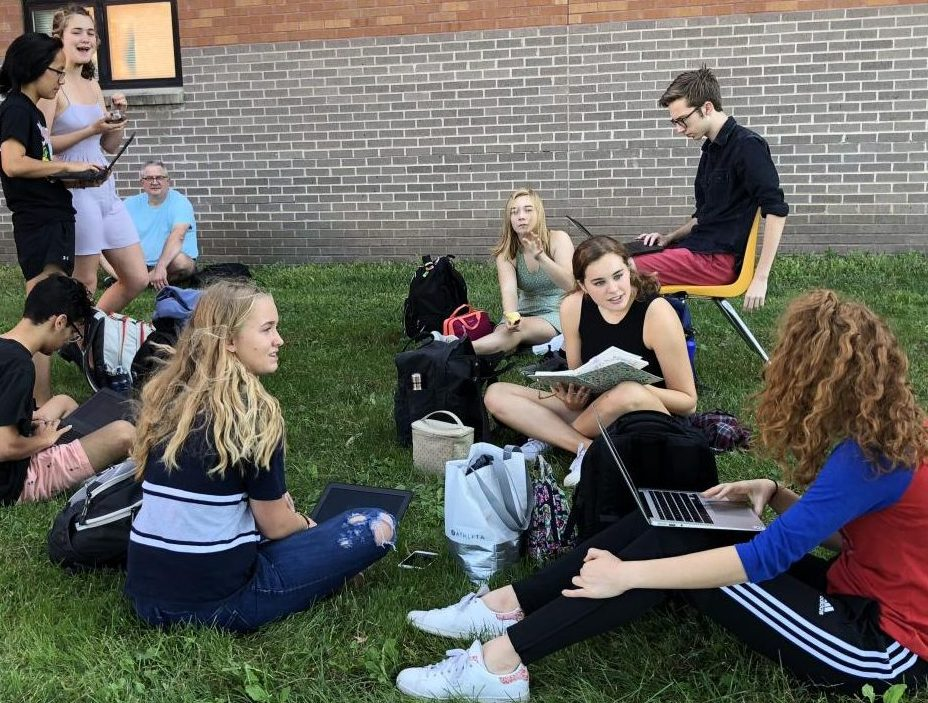 Students in Micah Heibel's 5th period IB SL II Math class flee to cool temperatures outside on Wed. Oct. 8, 2018 to escape overheated classrooms. A malfunction with the heaters filled the Link rooms between the Main Building and South Building with blasts of hot air. Some classrooms were over 90°. Photo by Greg Keller