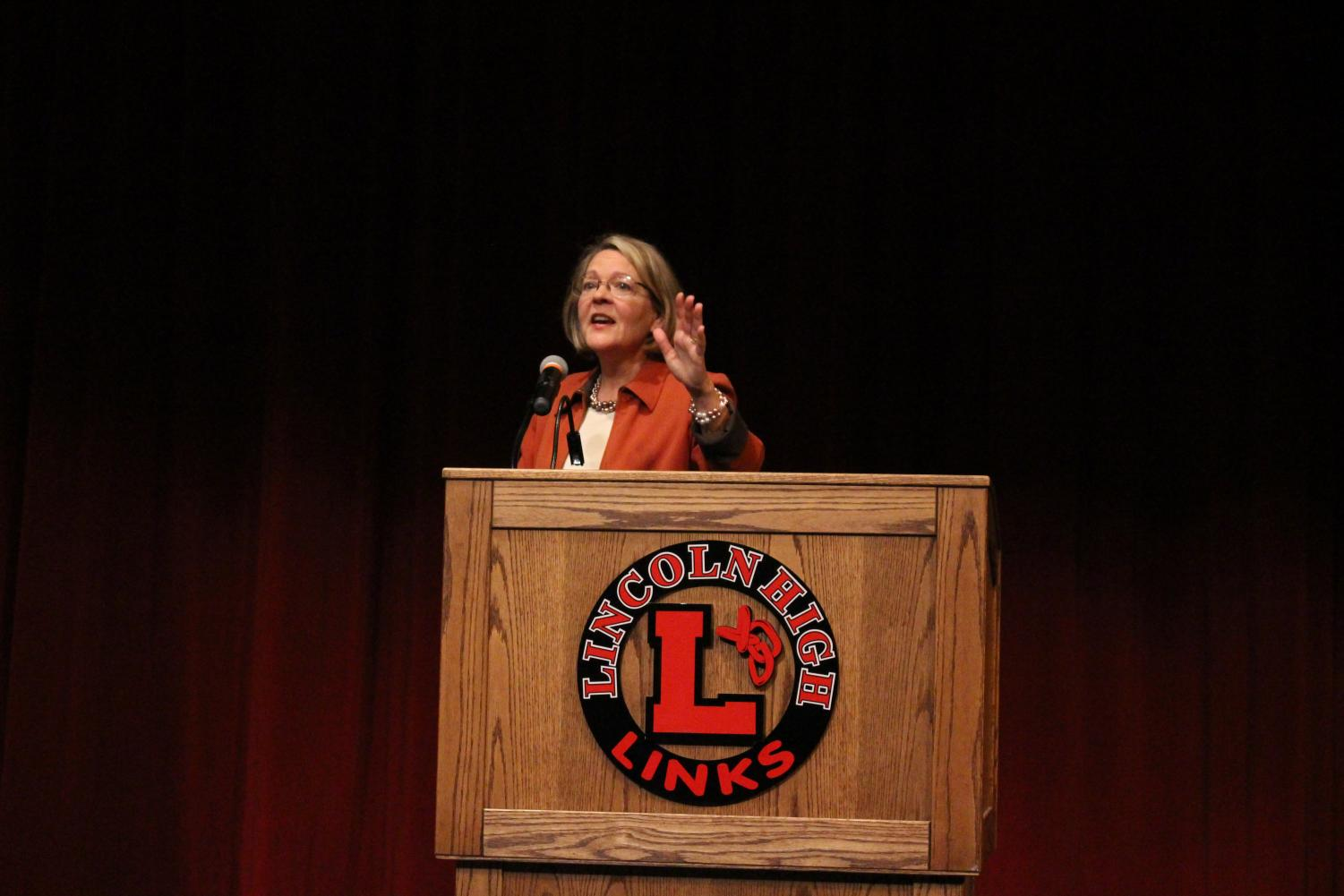 Jane Raybould, Democratic Senate candidate, speaks to Lincoln High students in the Ted Sorensen Theatre on October 30th, 2018 about her platforms. Raybould also answered questions submitted by Social Studies teacher Carol Flora's third period Civics class. Photo by Angel Tran