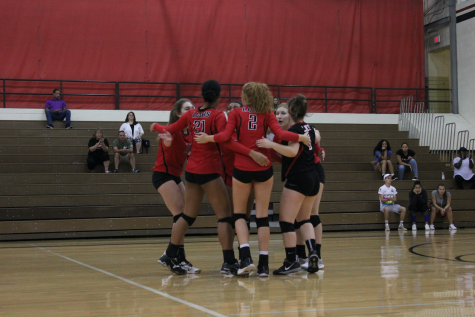 Queens of the Court: Varsity Volleyball wraps up season