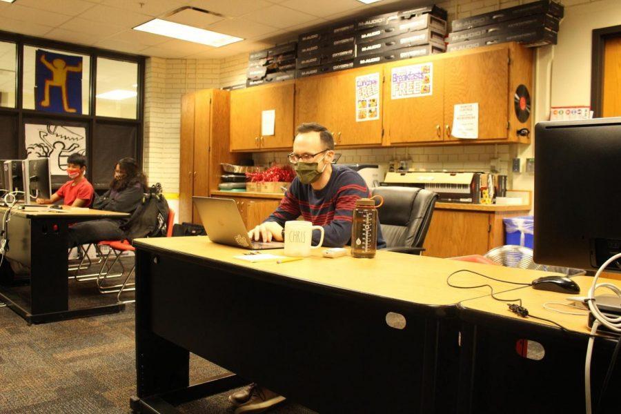 Chris+Watson+teaching+Music+Technology